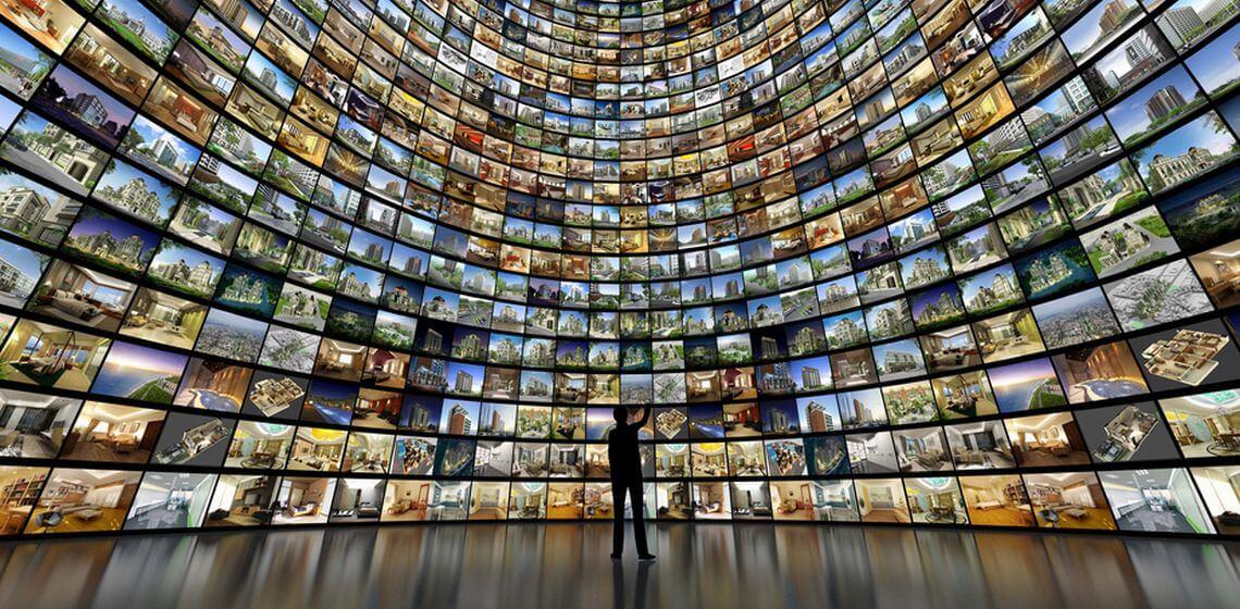Riesige Wand voller Fernsehbilder