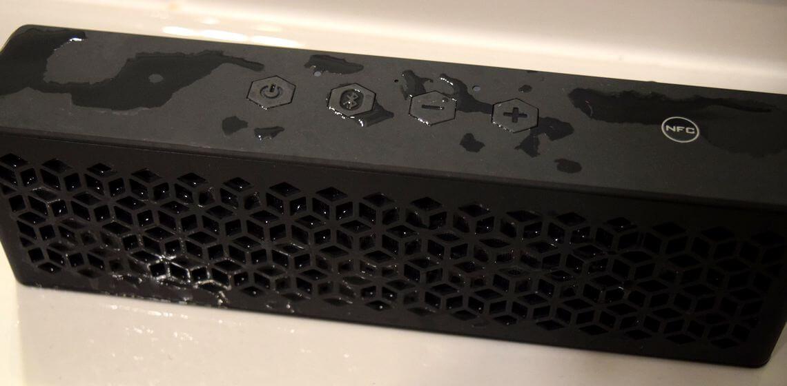 Bluetooth-Lautsprecher Creative Muvo Mini mit Spritzwasser-Resten